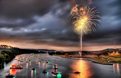 Picture of July 4 courtesy of Stuck in Customs through a Creative Commons license.