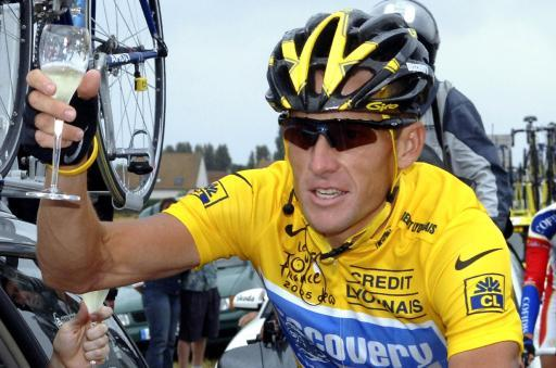lance armstong victory Lance Armstrong Misunderstands Bikers: Signs with Michelob ULTRA