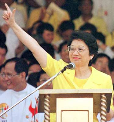 My mother, who turns 72 today, drew strength from the late Corazon Aquino during the People Power Revolution.
