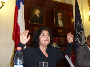 Maria Pia Matta makes a point during her presentation at a conference for journalists throughout Latin America.