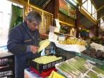 A master at work in Mercado Providencia.