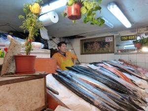 A fish merchant in Mercado Central.